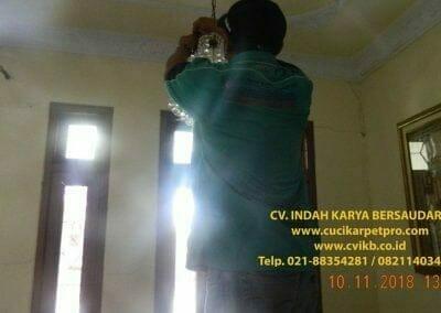 cuci-lampu-kristal-bapak-syafri-10