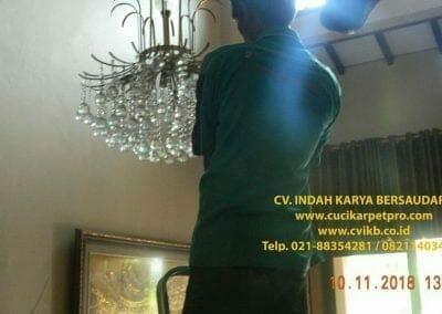 cuci-lampu-kristal-bapak-syafri-14