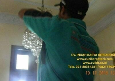 cuci-lampu-kristal-bapak-syafri-17