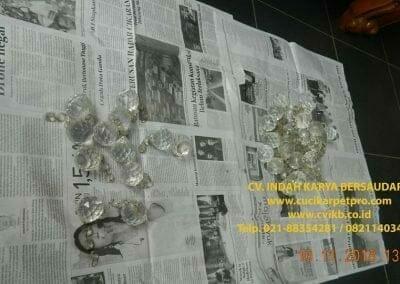 cuci-lampu-kristal-bapak-syafri-19