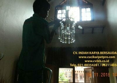 cuci-lampu-kristal-bapak-syafri-29