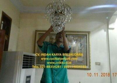 cuci-lampu-kristal-bapak-syafri-37