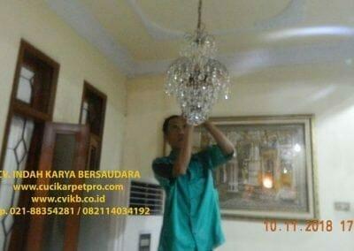 cuci-lampu-kristal-bapak-syafri-38