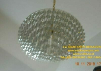 cuci-lampu-kristal-bapak-syafri-40