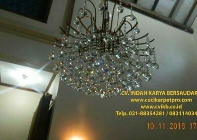 cuci-lampu-kristal-bapak-syafri-45