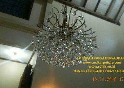 cuci-lampu-kristal-bapak-syafri-46