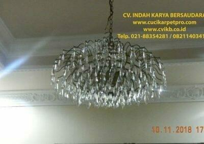 cuci-lampu-kristal-bapak-syafri-54