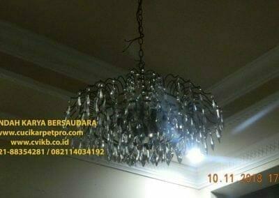 cuci-lampu-kristal-bapak-syafri-56