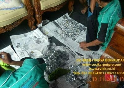 cuci-lampu-kristal-bapak-syafri-58