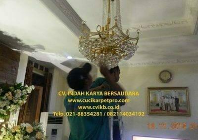 cuci-lampu-kristal-bapak-syafri-61