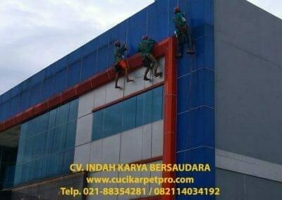 pembersih-alucobond-dan-kaca-gedung-pt-grakindo-05