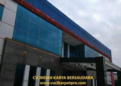 pembersih-alucobond-dan-kaca-gedung-pt-grakindo-08