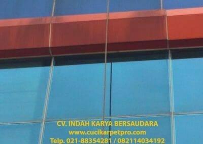 pembersih-alucobond-dan-kaca-gedung-pt-grakindo-14