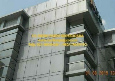 pembersih-kaca-gedung-bni-jatiluhur-07