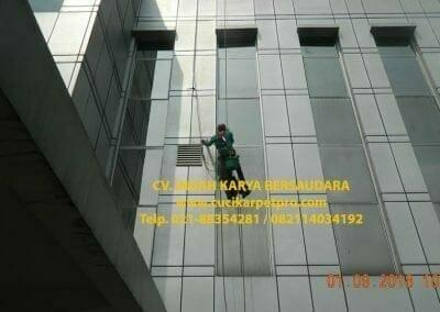 pembersih-kaca-gedung-bni-jatiluhur-21