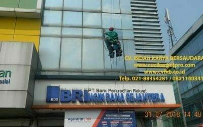 Pembersih Kaca Gedung BRIngin Dana Sejahtera | BRI Group