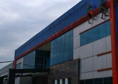 pembersih-kaca-gedung-pt-grakindo-04