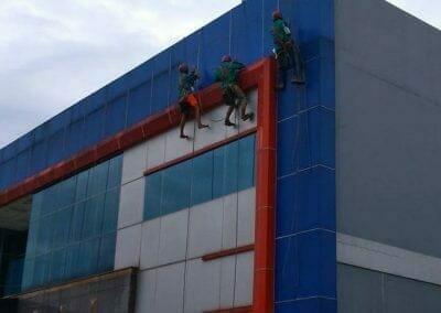 pembersih-kaca-gedung-pt-grakindo-05