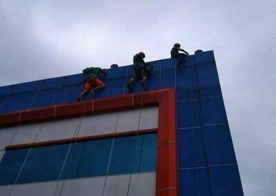 pembersih-kaca-gedung-pt-grakindo-07
