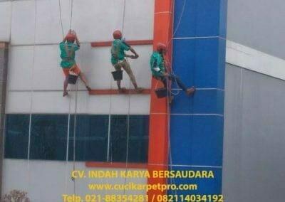 pembersih-kaca-gedung-pt-grakindo-11