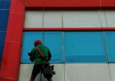 pembersih-kaca-gedung-pt-grakindo-24