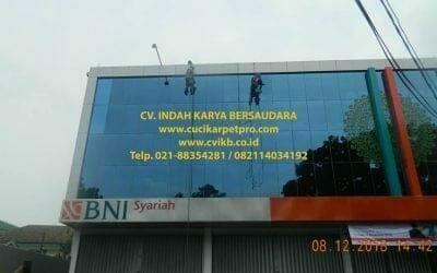 Cuci Kaca Gedung | Pembersih Kaca Gedung BNI Syariah Bogor