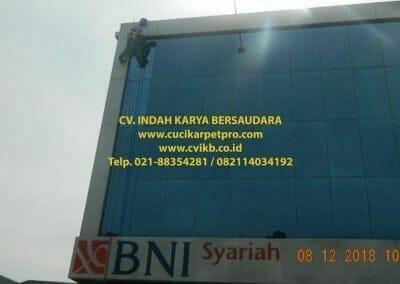 cuci-kaca-gedung-bni-syariah-bogor-11