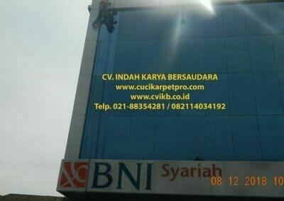 cuci-kaca-gedung-bni-syariah-bogor-12