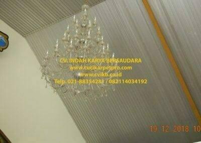 cuci-lampu-kristal-gereja-gpib-shalom-depok-02