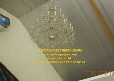 cuci-lampu-kristal-gereja-gpib-shalom-depok-03