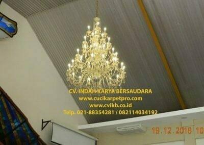 cuci-lampu-kristal-gereja-gpib-shalom-depok-05