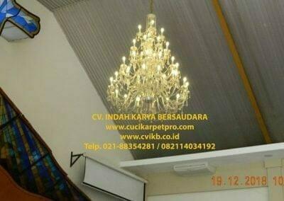 cuci-lampu-kristal-gereja-gpib-shalom-depok-06