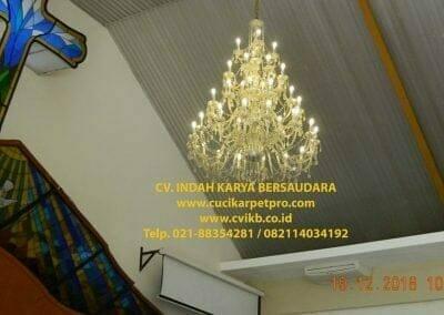 cuci-lampu-kristal-gereja-gpib-shalom-depok-08