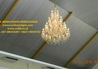cuci-lampu-kristal-gereja-gpib-shalom-depok-09
