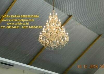 cuci-lampu-kristal-gereja-gpib-shalom-depok-10