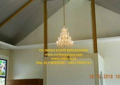 cuci-lampu-kristal-gereja-gpib-shalom-depok-11