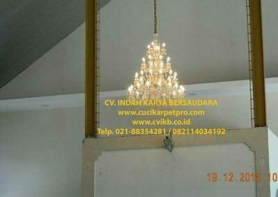 cuci-lampu-kristal-gereja-gpib-shalom-depok-12