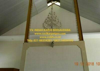 cuci-lampu-kristal-gereja-gpib-shalom-depok-13