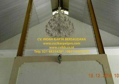 cuci-lampu-kristal-gereja-gpib-shalom-depok-14