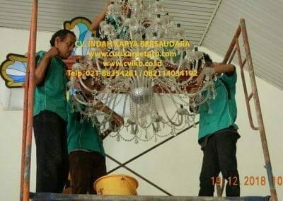 cuci-lampu-kristal-gereja-gpib-shalom-depok-20
