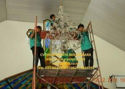 cuci-lampu-kristal-gereja-gpib-shalom-depok-27