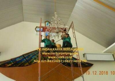 cuci-lampu-kristal-gereja-gpib-shalom-depok-28