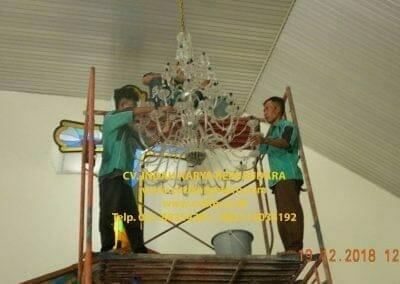 cuci-lampu-kristal-gereja-gpib-shalom-depok-56