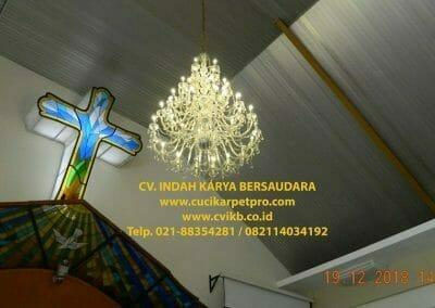 cuci-lampu-kristal-gereja-gpib-shalom-depok-60