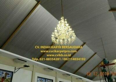 cuci-lampu-kristal-gereja-gpib-shalom-depok-62