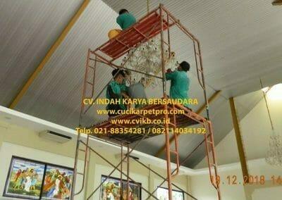 cuci-lampu-kristal-gereja-gpib-shalom-depok-65