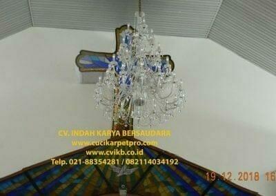 cuci-lampu-kristal-gereja-gpib-shalom-depok-76