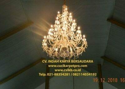 cuci-lampu-kristal-gereja-gpib-shalom-depok-77