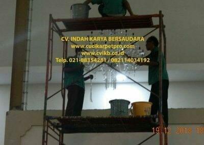cuci-lampu-kristal-gereja-gpib-shalom-depok-80