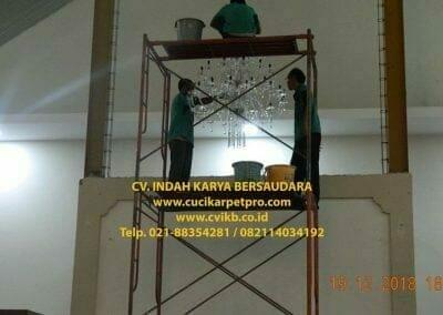 cuci-lampu-kristal-gereja-gpib-shalom-depok-82